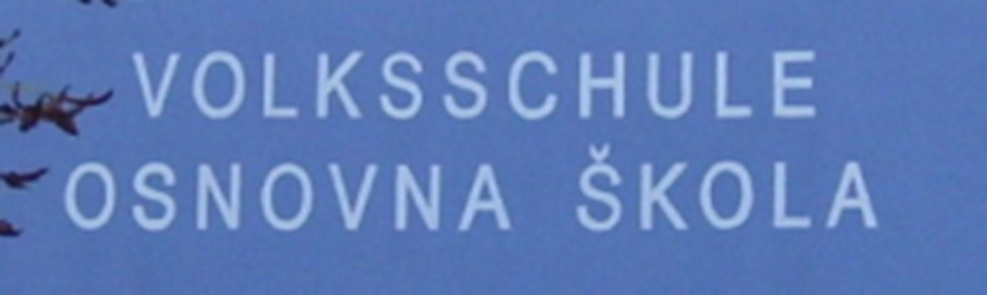 Photo étiquetage bilingue des installations scolaires