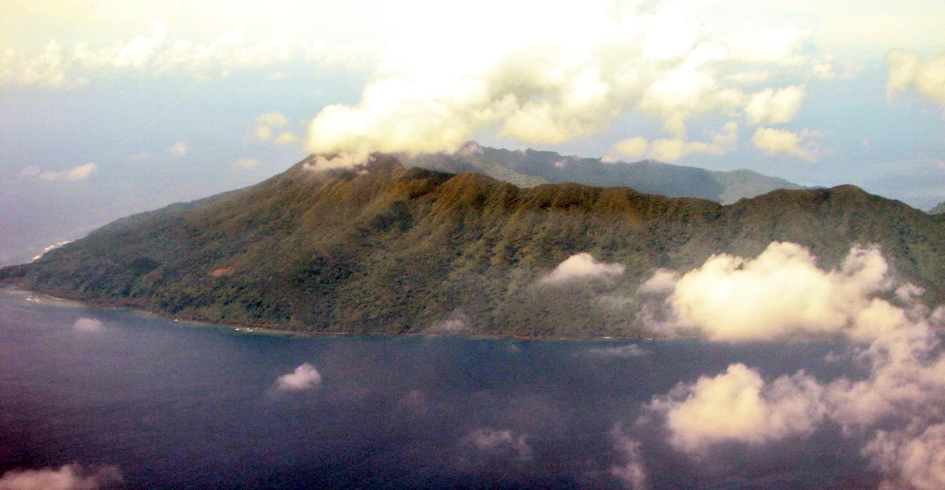 Ureparapara, île volcanique du nord du Vanuatu, héberge deux langues : le lehali à l'ouest, le löyöp à l'est.  (photo AF 2006)