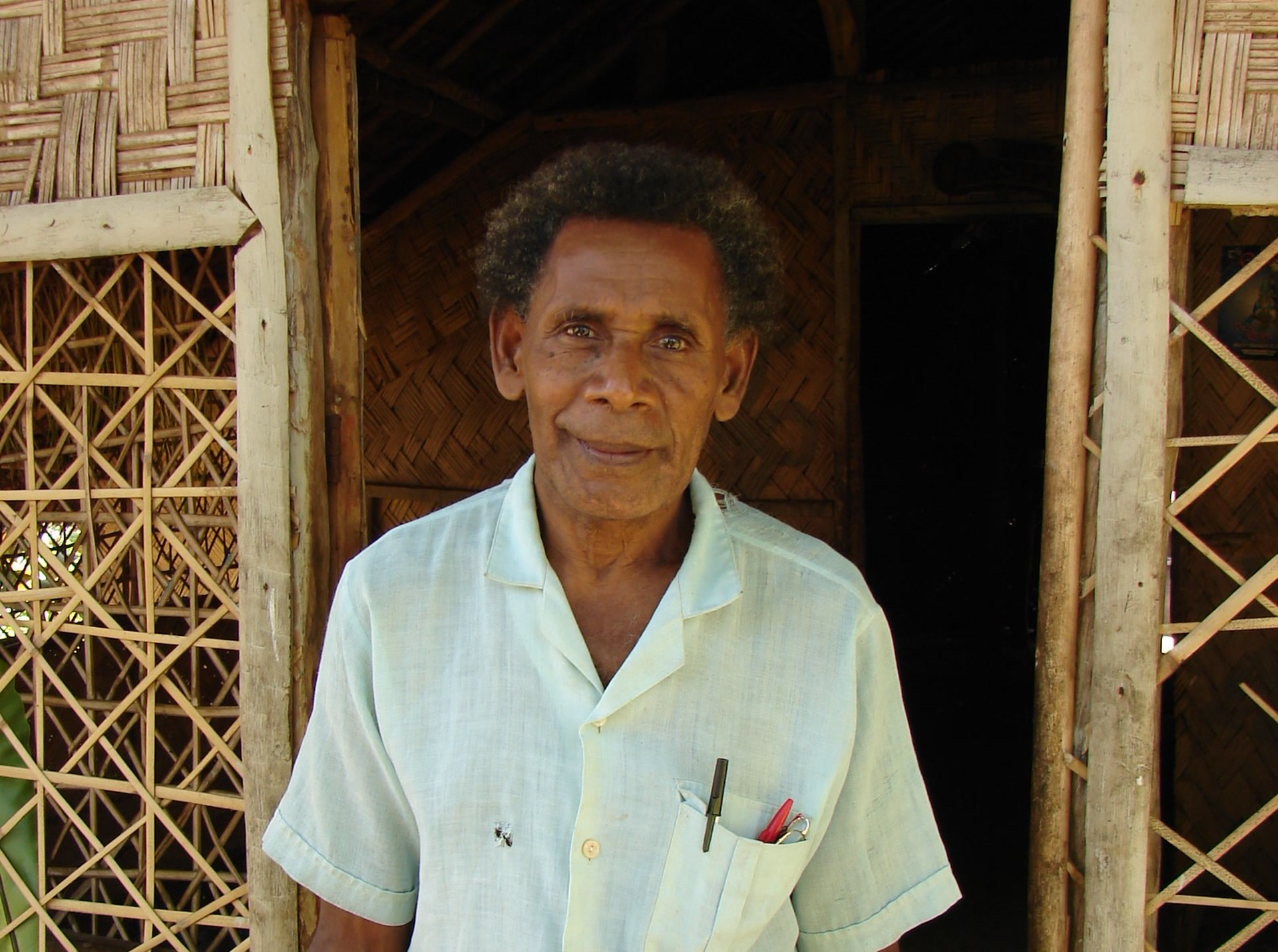 Fred William Qasvarong, locuteur natif de la langue löyöp, réside à Motalava (photo AF, 2007)