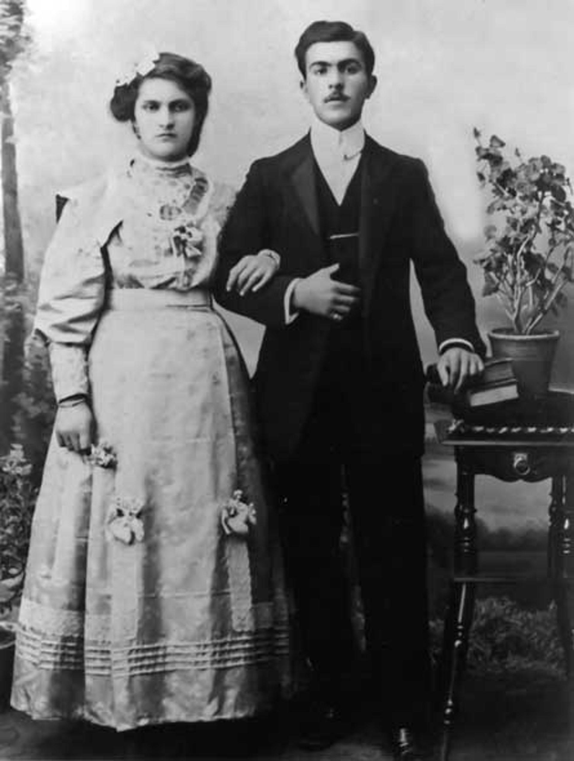 Jeunes mariés faisant partie des notables de Liti (= Aivati), Empire ottoman, fin 19e siècle
