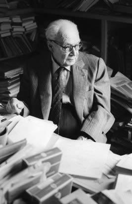 Georges Dumézil, qui appelait Tevfik Esenç 'mon maître et ami Tevfik Esenç'