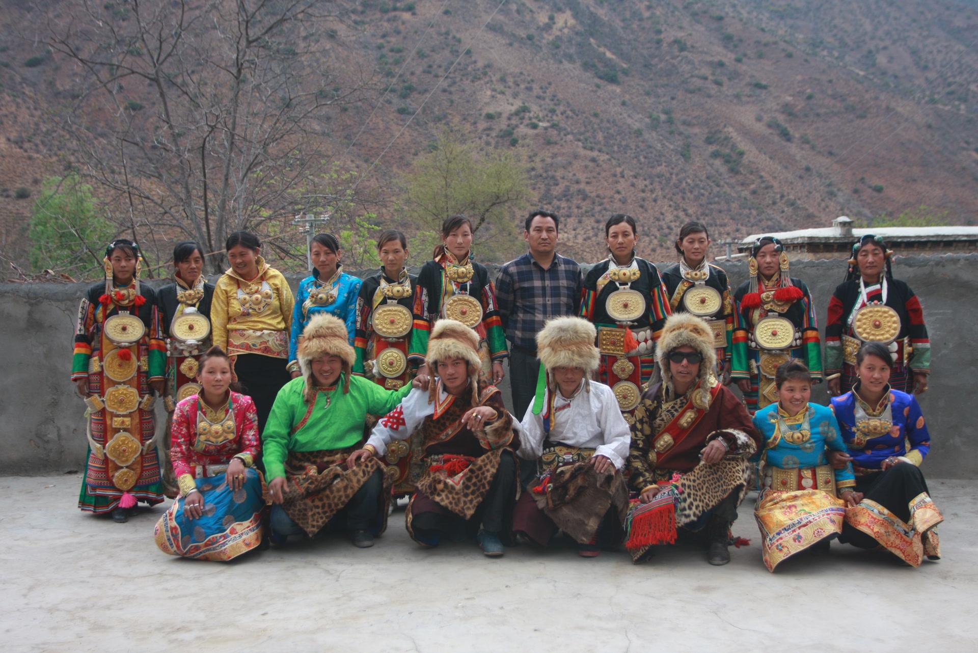 Canton de Shuiluo, comté de Muli, mars 2015, participants du spectacle de danse Xumi, 3 ; photo Wang Dehe (王德和)